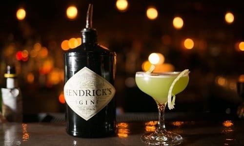 Можно выпить для снятия похмельного состояния коктейль Джо Шалома из сока лимона, джина и бренди