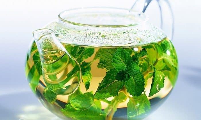 Учитывая обезвоживание организма, завтрак следует обильно запивать водой или зеленым чаем