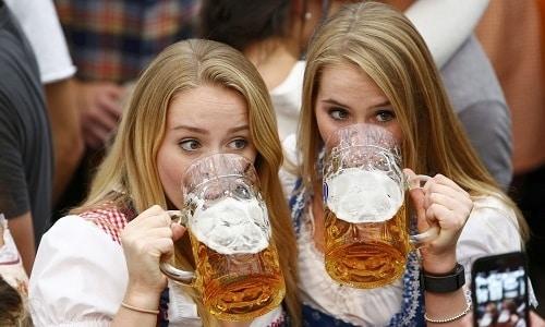 В хмеле присутствуют аналоги бензодиазепинов, которые успокаивающе действуют на любителей пива