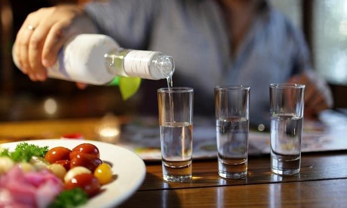 Если же стал вопрос о приёме спиртного, то нужно сделать выбор в пользу водки