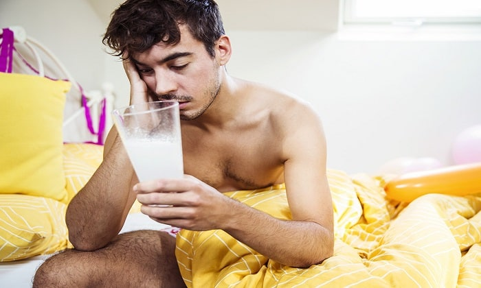 По причине кислотности кефира, напиток может усугубить состояние при похмелье