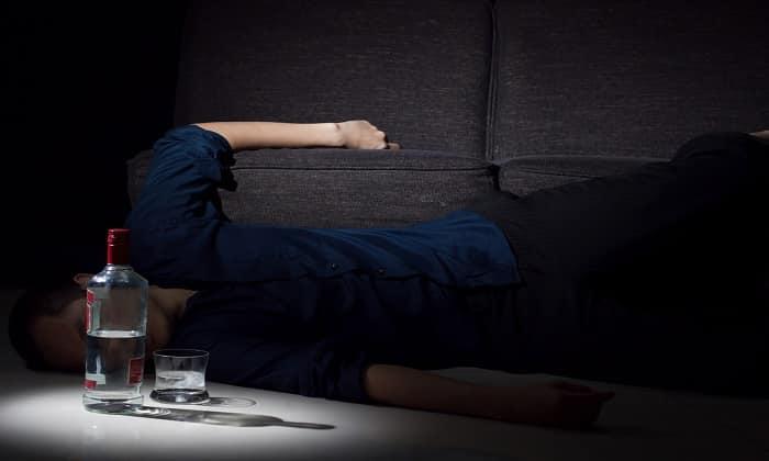 Опьянение наступает быстрее и сразу переходит в третью стадию, когда человек теряет над собой контроль