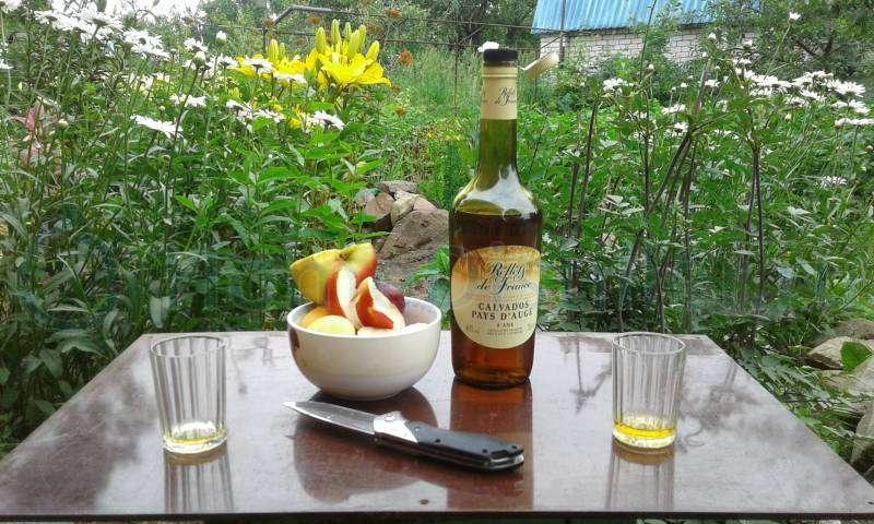 Calvados – делается из яблок и груш, собранных по всей Нормандии