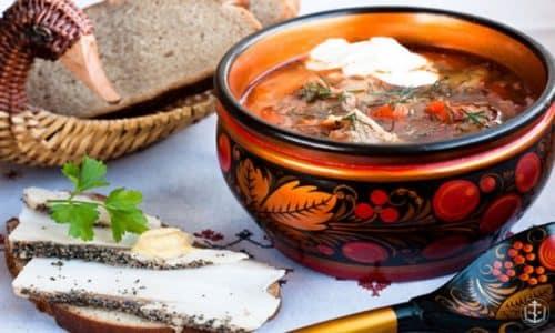 Солянки обычно приготавливаются с добавлением ферментированных продуктов которые  в свою очередь, прекрасно спасают от похмелья, т.к. пополняют в организме недостаток витамина С