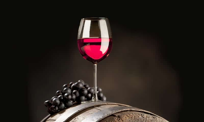 Для приготовления классического глинтвейна понадобится 750 мл – вина красного сухого