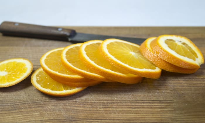 В качестве десерта можно подать на стол апельсины