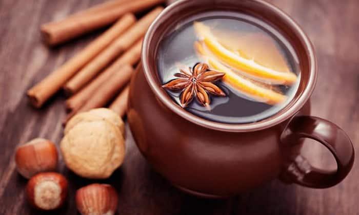 В качестве специй для добавления в напиток обычно используют гвоздику, корицу, бадьян, имбирь, цедру лимона и апельсина
