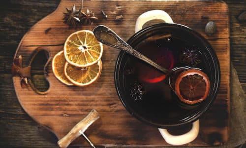Самый лучший способ согреться в холодную зиму это глинтвейн – горячий, сладкий и очень-очень ароматный