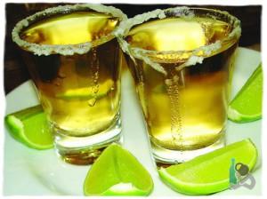 Текила в стакане + лайм