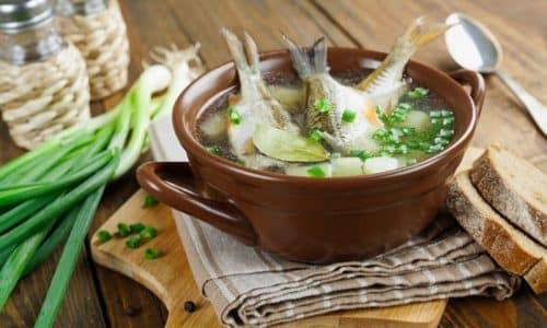 Из морепродуктов и морской рыбы получится экзотический легкий антипохмельный суп, который станет особенно полезным при добавлении овощей