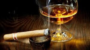 Бокал виски и сигара