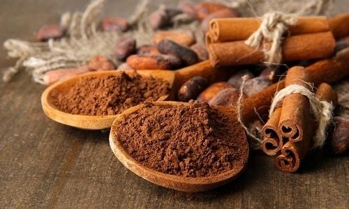 Нередко для подчеркивания вкуса и аромата в медовуху добавляют корицу