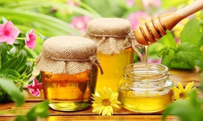 Также очень хорошо закусить этот хмельной напиток медом
