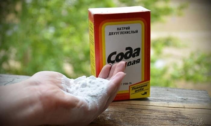Пищевая сода или натрия бикарбонат – восстанавливает смещенный кислотно-щелочной баланс, а заодно помогает справиться с обезвоживанием