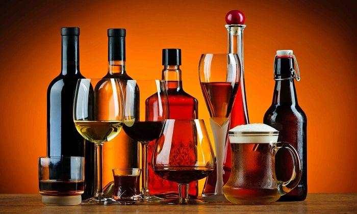 Одновременный прием кальция и алкоголя повышает риск развития побочных эффектов