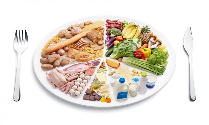 Следует придерживаться здорового питания, чтобы подлечить организм после запоя
