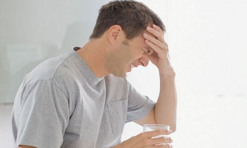 При длительных запоях значительно возрастает риск развития инсульта