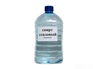 Питьевой этиловый спирт в бутылке
