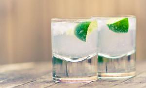 Джин-Тоник в стаканах