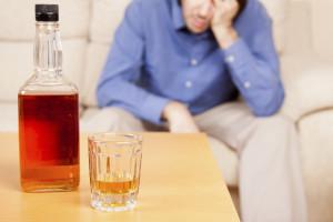 человек с алкоголем
