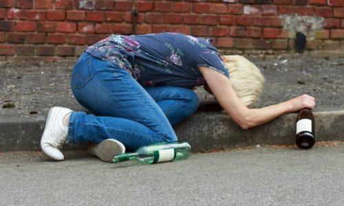 Хронический алкоголизм это заключительная стадия алкогольной зависимости, которая возникает после 5-10 лет регулярного употребление алкоголя