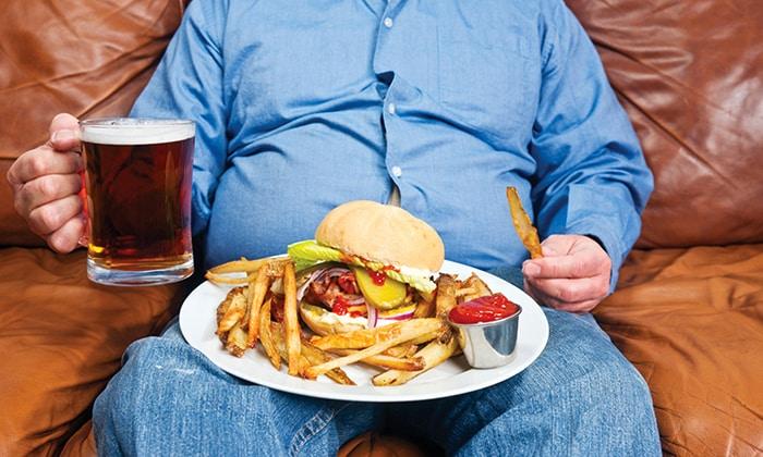 Жирная и соленая пища тормозит работу почек и печени, а, следовательно, и скорость переработки этанола