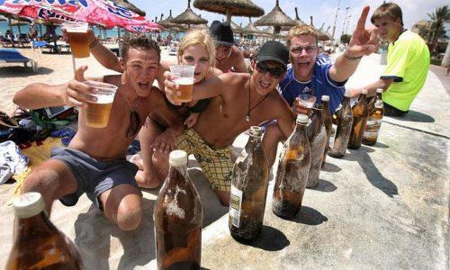Под воздействием алкоголя поднимается настроение, человек становится веселым, активным, общительным