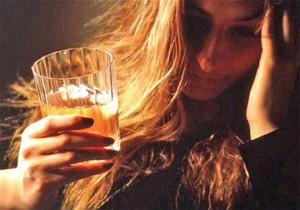 девушка и стакан