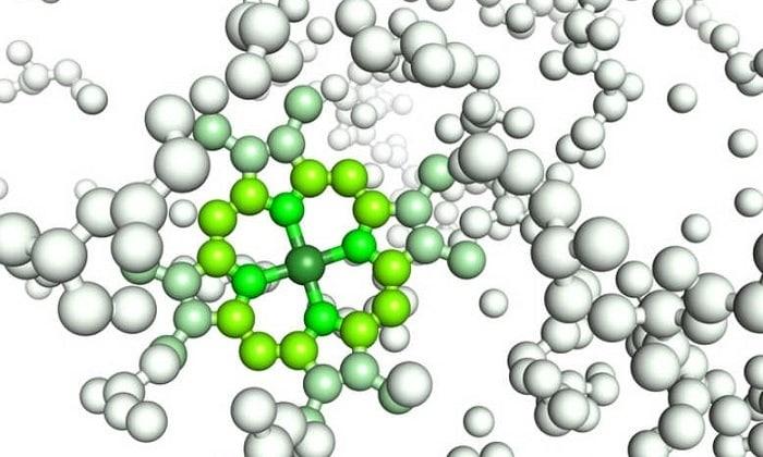 Бинастим подавляет выделение печенью специального гормона, который участвует в расщеплении этанола
