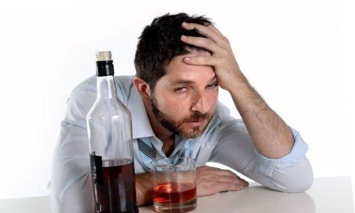 Тошнота возникает после приема огромного количества стаканов или рюмок, выпитых накануне за праздничным столом