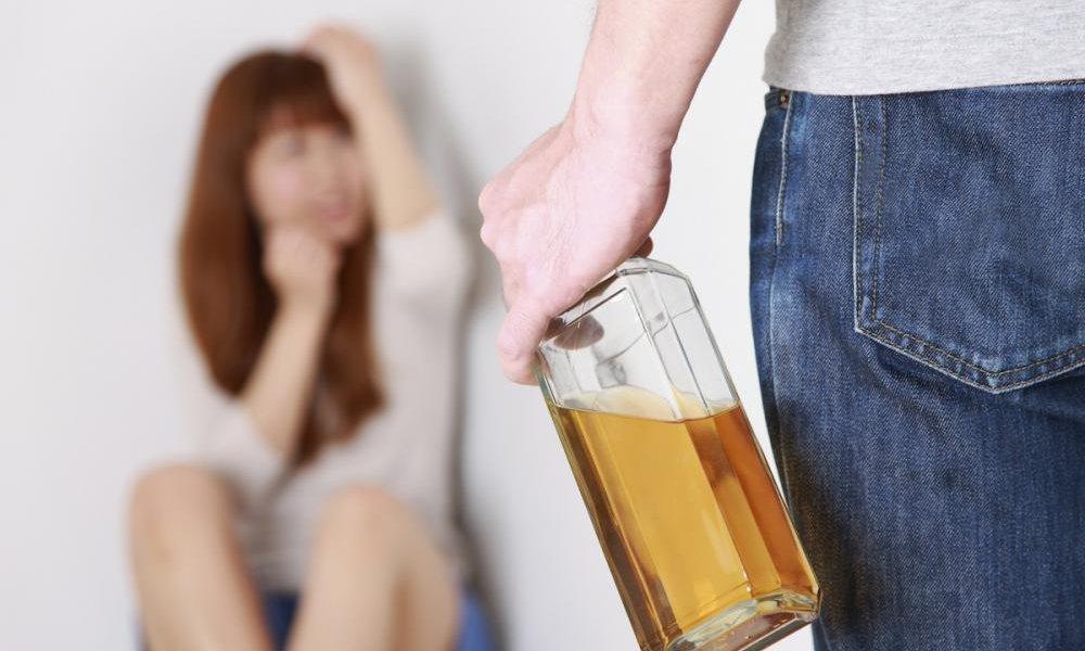 Как можно напугать алкоголика чтобы он бросил пить