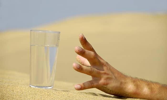 Многие пациенты ощущают сильную жажду, которая не исчезает после употребления жидкости