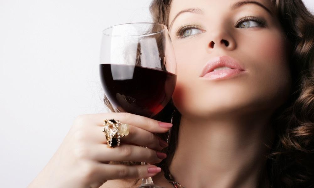 Под воздействием вина ухудшается состояние зубов
