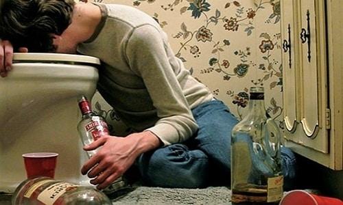Похмелье, которое наступает из-за избытка алкоголя, - это только внешнее проявление того, что происходит в организме