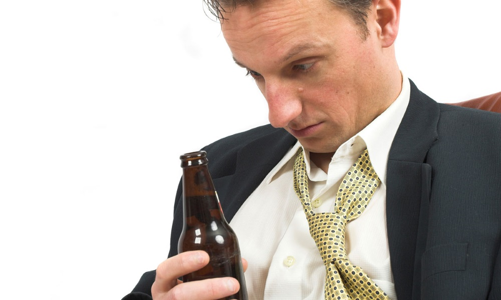 белая успевай поворачиваться через алкоголя видео
