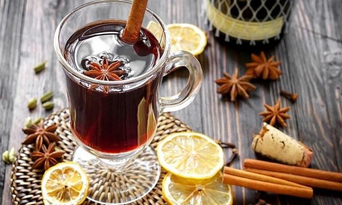 Вино обладает антибактериальными свойствами, его часто используют для приготовления глинтвейнов при лечении простудных заболеваний