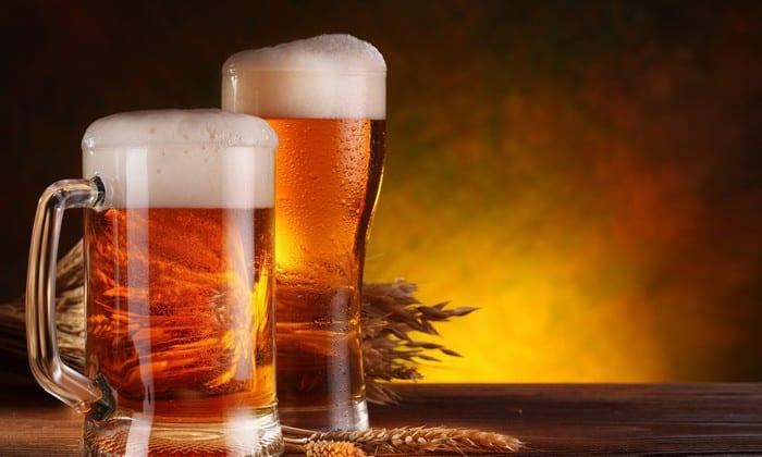 При пивном алкоголизме нередко больные настолько яростно отрицают свою зависимость, что уговорить их прекратить употреблять спиртное, даже когда уже имеются запои, невозможно