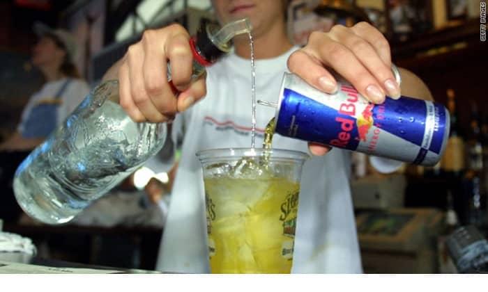 Не следует злоупотреблять подобными напитками, особенно теми, которые содержат большое количество газа