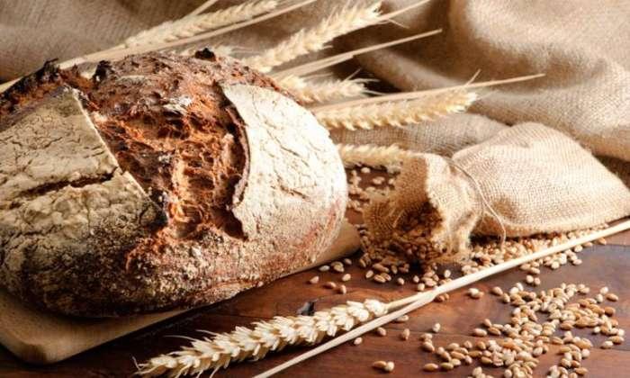 Янтарная кислота содержится в ржаном хлебе.