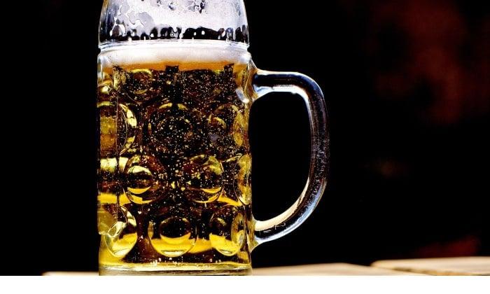 Попытки избавиться от похмелья при помощи пива способствуют накоплению в организме продуктов распада алкоголя (этанола)