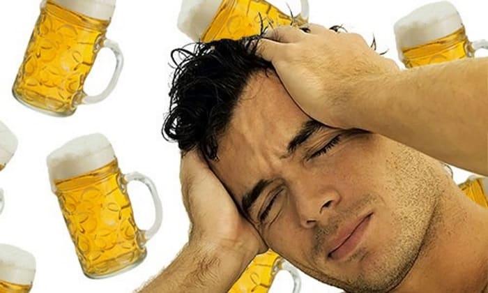 Прием очередной порции пива хотя и помогает ненадолго устранить дискомфортные ощущения в виде головной боли, спустя короткое время признаки похмельного синдрома проявляются с еще больше силой