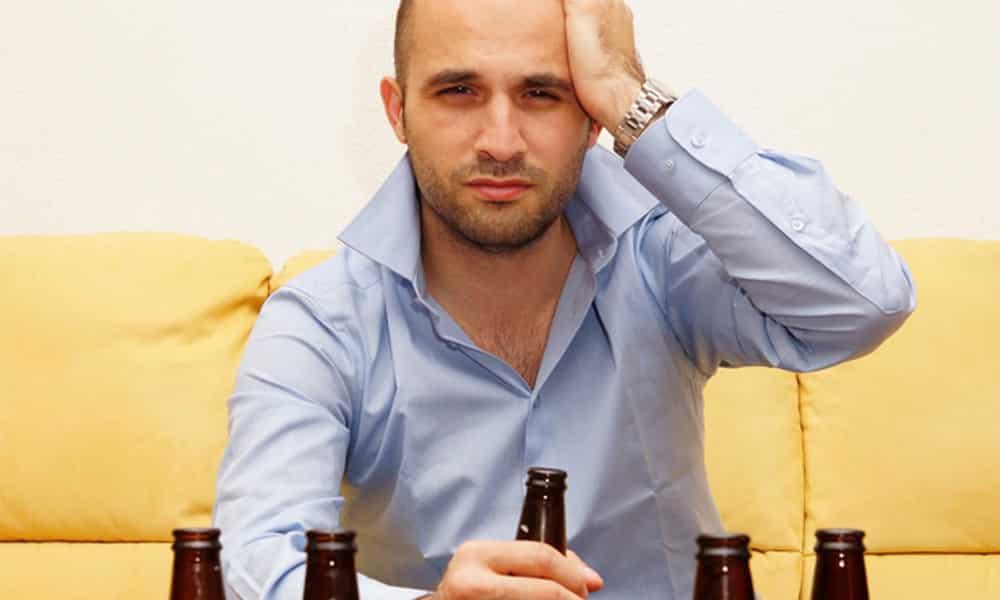 Чрезмерное количество выпитого коньяка приводит к похмельному синдрому