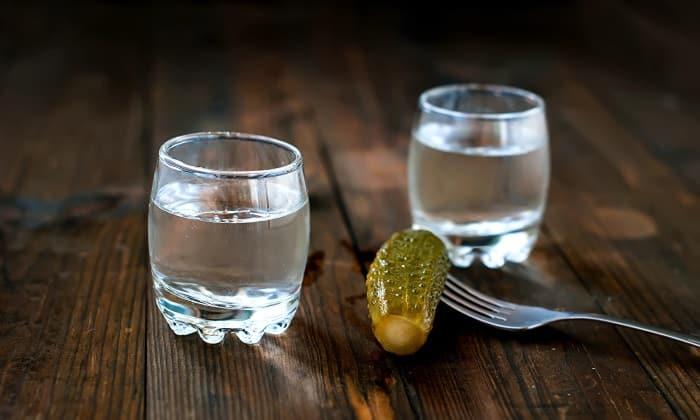 Из организма среднестатистического здорового мужчины весом 80 кг, 100 г водки выветривается в течение 6 часов
