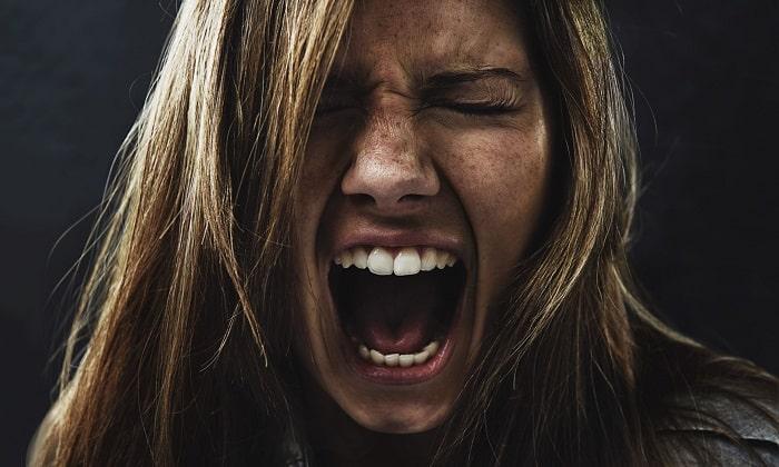 Запущенная форма нехватки витамина может привести к психозу и необратитмым изменениям в головном мозге