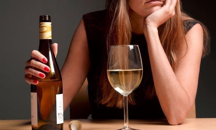 У пьющих женщин часто наблюдаются гинекологические заболевания, включая нарушение месячных