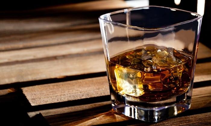 Выведение этанола после употребления ½ л виски может проходить долго и занять до 24 часов