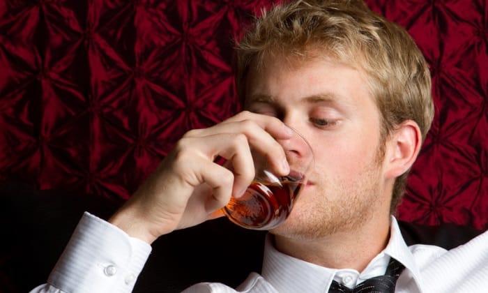Для мужчин допустимым считается однократный прием 20 г этанолового спирта