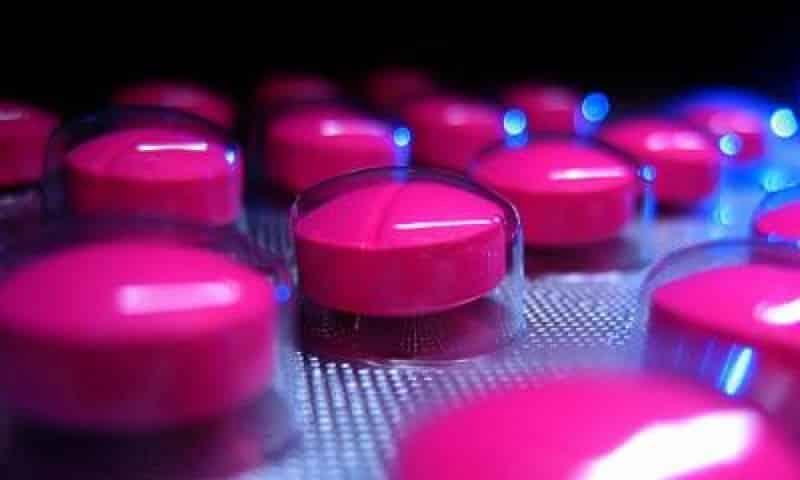 В лечении используются медикаментозные и психотерапевтические методики