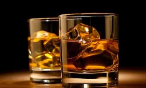 Перед употреблением крепких спиртных напитков необходимо проконсультироваться с гастроэнтерологом