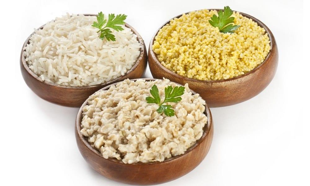 Чтобы быстро избавиться от токсинов, нужно употреблять в пищу блюда с адсорбирующим действием, например каши